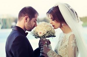 huwelijk man en vrouw: lenen of toch sparen?