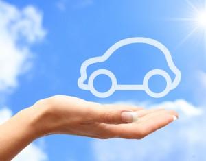 auto in de wolken op hand